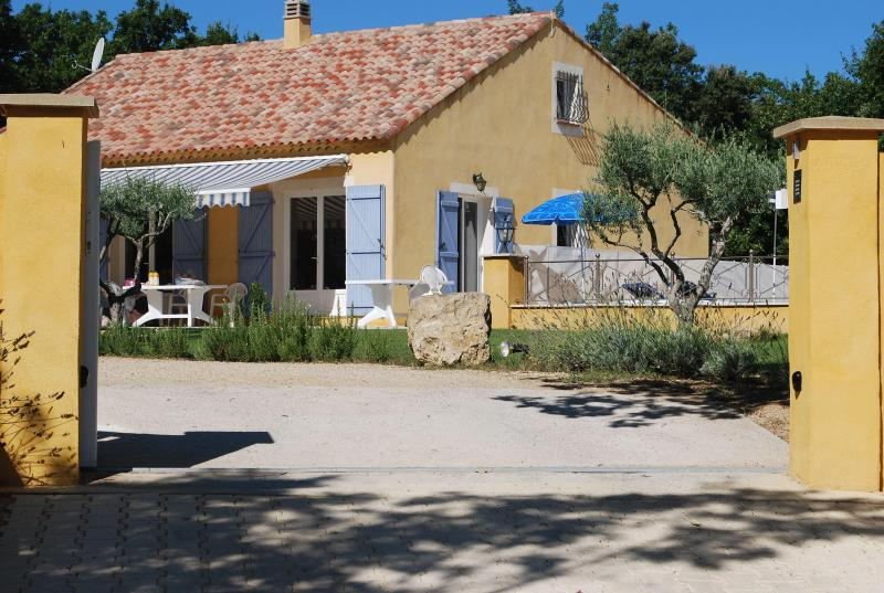 Beautiful 4 Bedrooom House with Pool, Sleeps 8, in, location de vacances à Saint-Laurent du Verdon