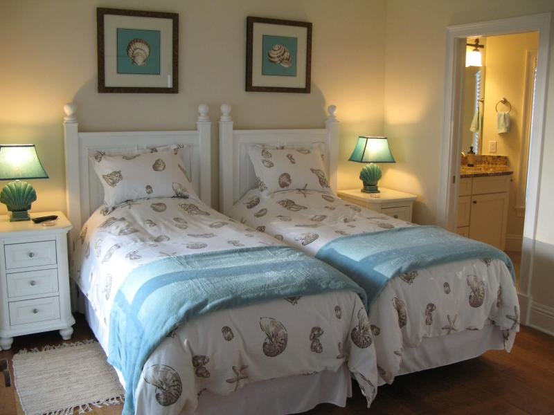 bed 3  single beds private deck with sea view en suite bathroom hd tv