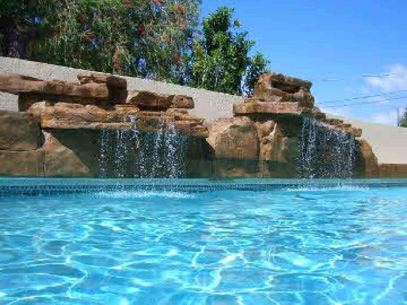 Calm Horizon unit D gorgeous pool,steps to beach, holiday rental in Holmes Beach