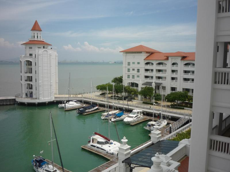 Waterfront at Straits Quay