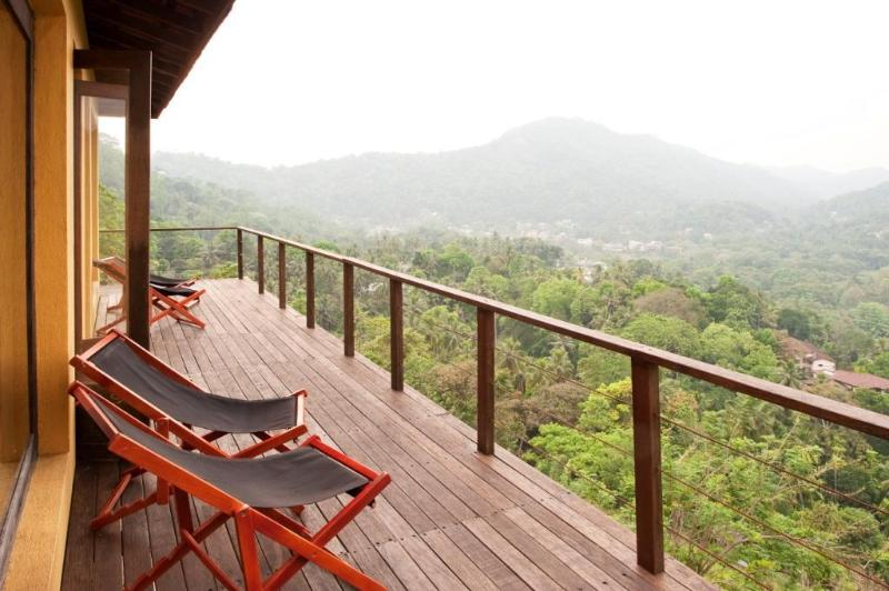 Deck with a view of the Mahaweli river valley