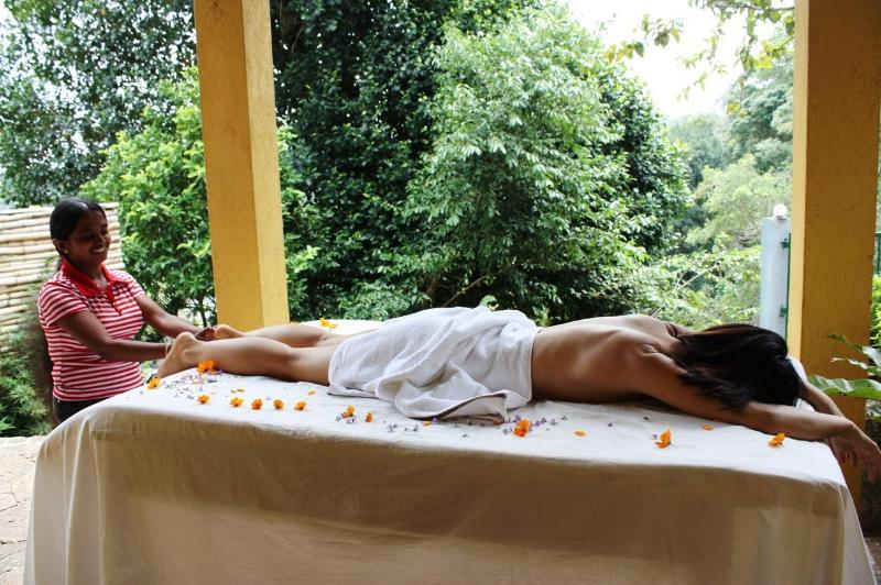 Avslappnande massage från en kvalificerad ayurvedisk läkare