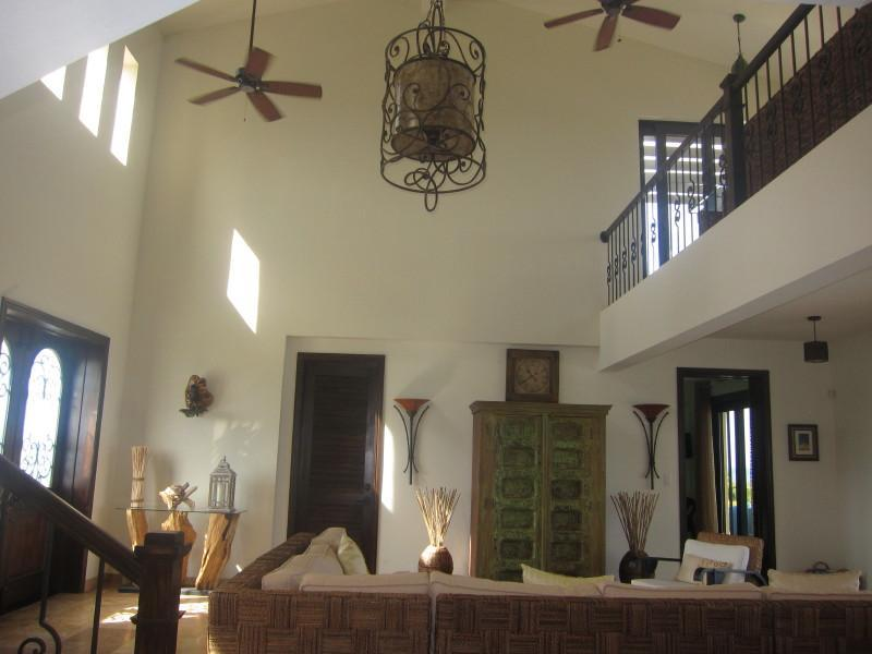 Camera grande, alzando lo sguardo al soffitto