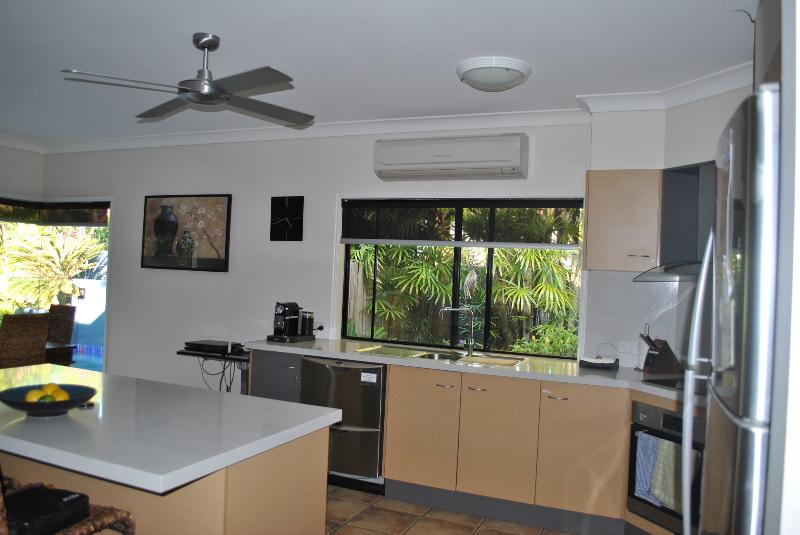 Fully equipped kitchen with induction cooktop & Nespresso coffee machine