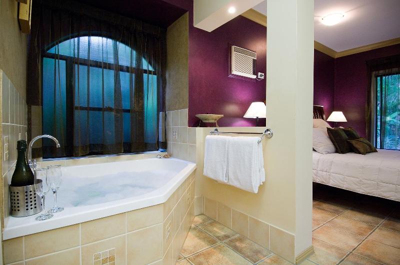 Master en-suite bathroom with 2 person spa