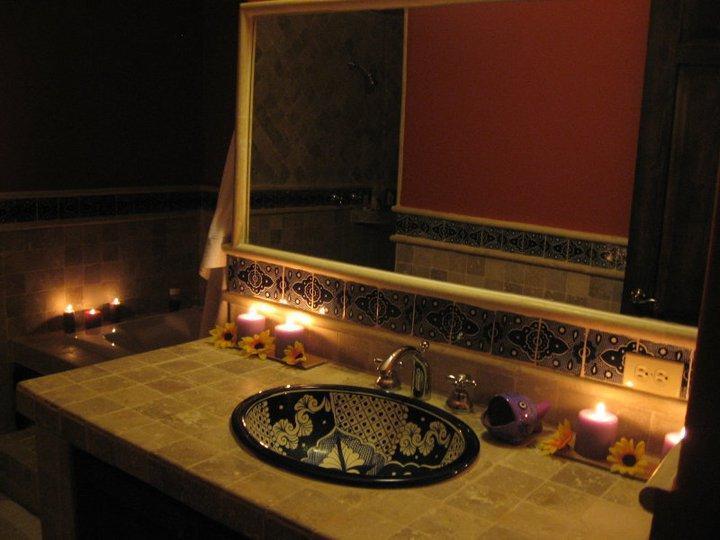 Spacious hand-detailed bathroom w/jacussi tub