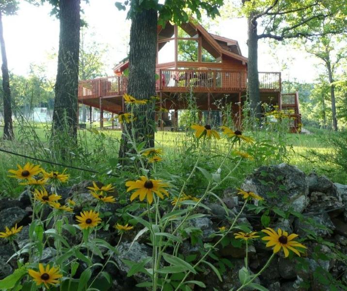 Cedar Cove - 5 bedroom - Lakefront Home