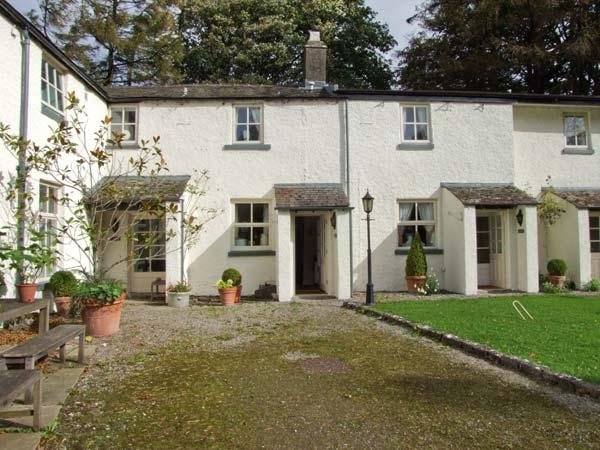 MILKMAID'S PARLOUR, pet friendly, character holiday cottage, with a garden in, Ferienwohnung in Cartmel