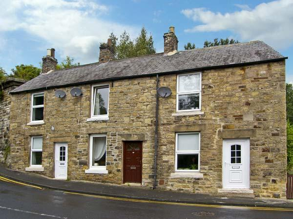 HUNTER COTTAGE, pet friendly, country holiday cottage, with a garden in, location de vacances à Haltwhistle