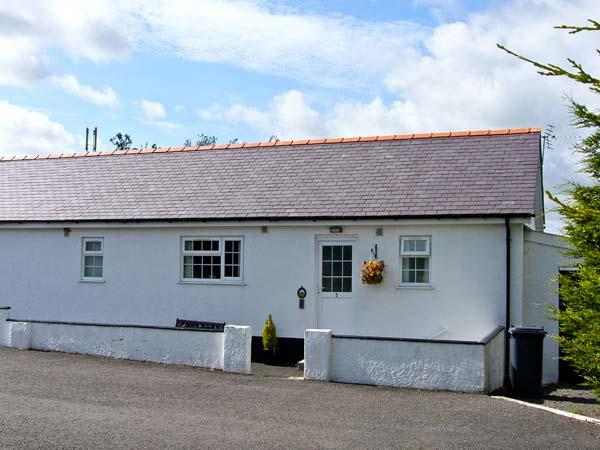 3 Black Horse Cottages, Pentraeth, vacation rental in Brynteg