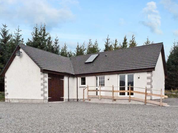 BRAEWOOD, country holiday cottage, with a garden in Whitebridge, Ref 8047, holiday rental in Invermoriston
