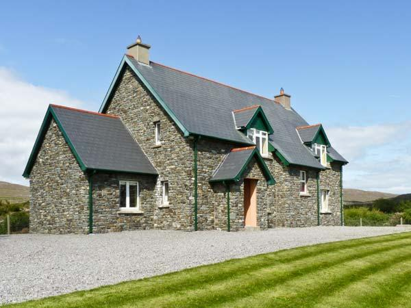 KILTYMON COTTAGE, family friendly, with a garden in Bantry, County Cork, Ref, alquiler de vacaciones en Crookhaven
