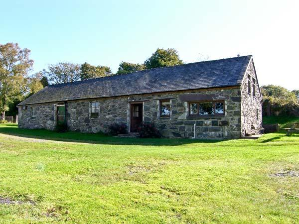 TRYFAN COTTAGE, family friendly, character holiday cottage, with a garden in, holiday rental in Cwm-y-Glo