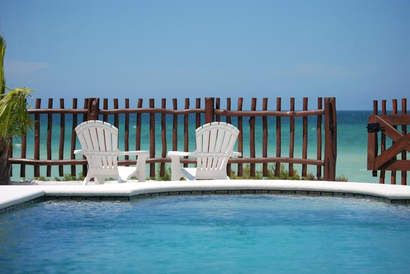 Beach Front Brand New Villa, Heated Pool & Wi-Fi, holiday rental in San Crisanto