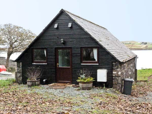GRESHORNISH BOATHOUSE, pet friendly, country holiday cottage in Dunvegan, Isle, holiday rental in Treaslane