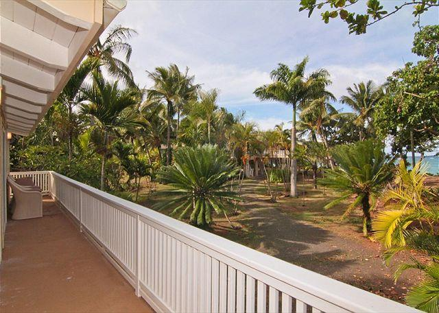 2bdr /1 bath + loft, in lush jungle setting and just steps to the ocean!, alquiler de vacaciones en Anahola