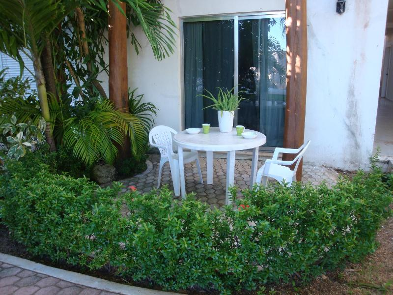 dining al fresco on your back patio