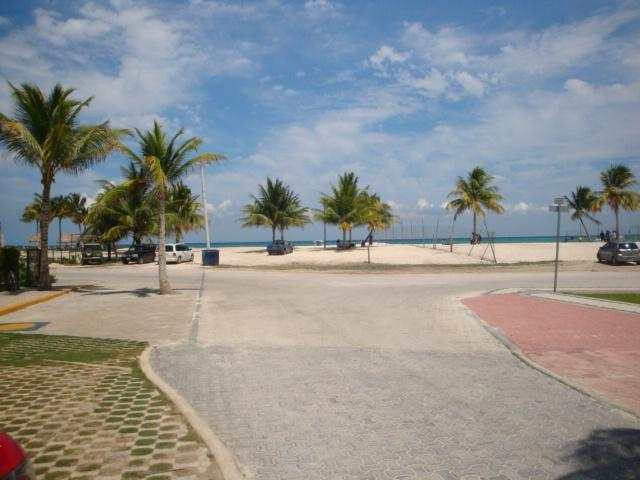 one short block to Coco Beach