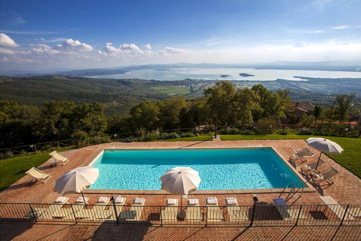 Villa Gosparini, magnificent hilltop villa with an unique view of the lake., vacation rental in Borghetto