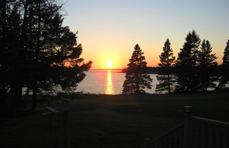 Vista del atardecer desde la cubierta de Annie Cottage de Outlook