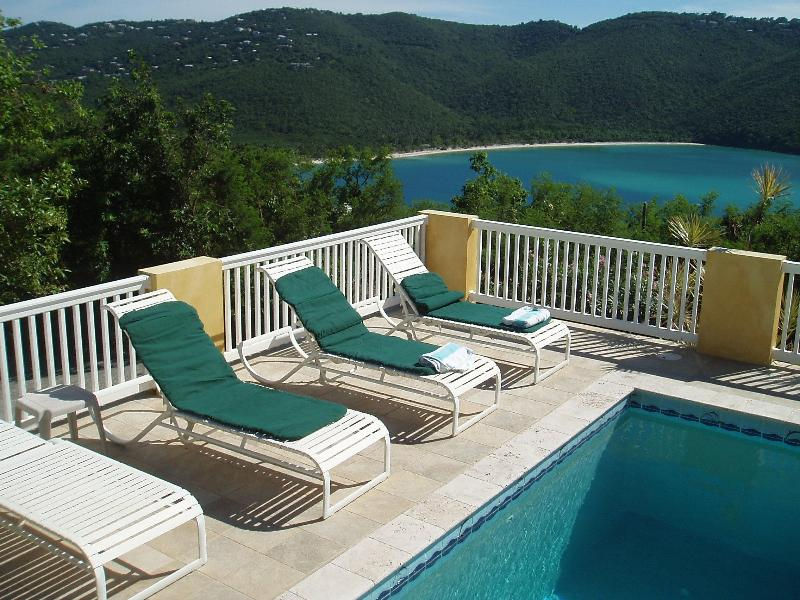 Sea Dreams St Thomas Villa near beach with pool, holiday rental in Magens Bay