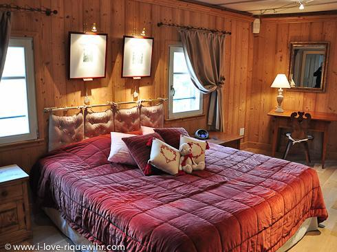 Bedroom overlooking the vineyard - King size bed 180 x 200 cm