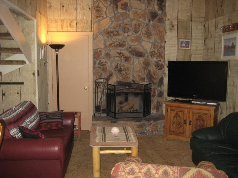 Large Ski Condo - 5 min. to Lifts View, vacation rental in Angel Fire