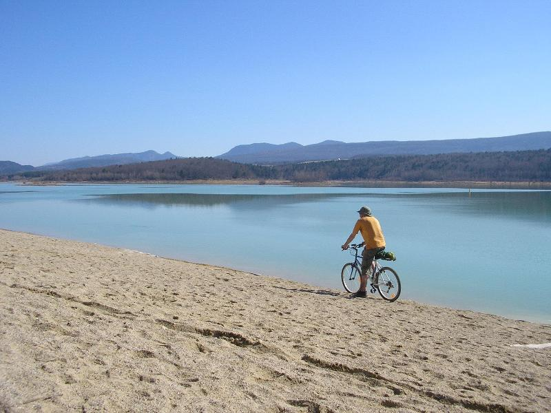 Lac Montbel, 5kms, sandy beaches, boat hire, the wild swimming is a treat