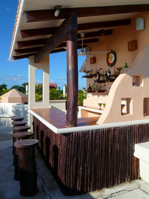 Bar con terraza en la azotea de amaneceres y atardeceres