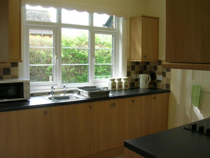 Kitchen with fitted Dishwasher/Microwave/Tea/Coffee/Sugar/Milk