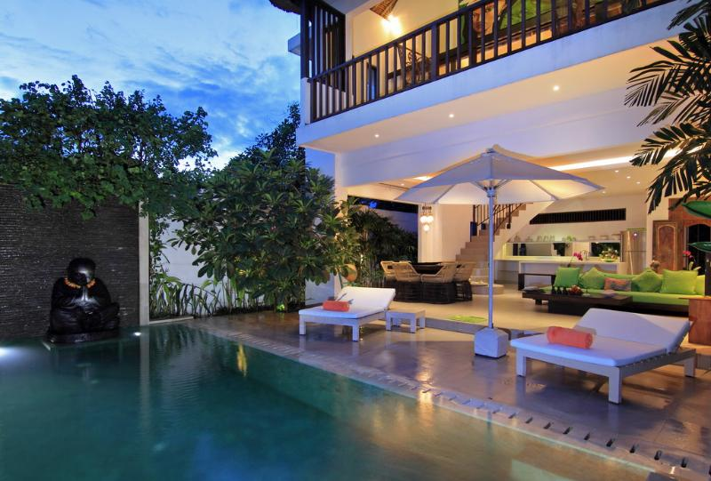 TROPICAL VILLA NOVAKU - 2 Bedroom Stylish Villa, holiday rental in Kuta District