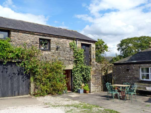 THE GRANARY, pet friendly, character holiday cottage, with a garden in Kirkby, alquiler vacacional en Lupton