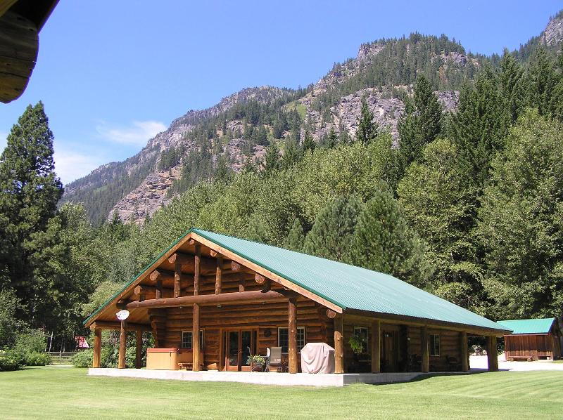 Rock Mountain Lodge is on 2 1/2  acres, features a private tennis/basketball court, hot tub & sauna.