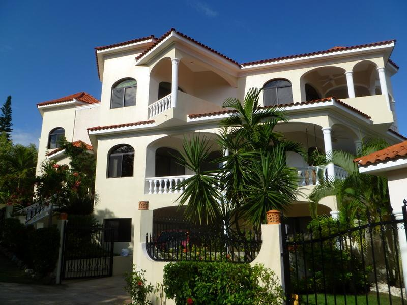 Villa Playamor, Luxury Fully Staffed Private Villa, vacation rental in Puerto Plata