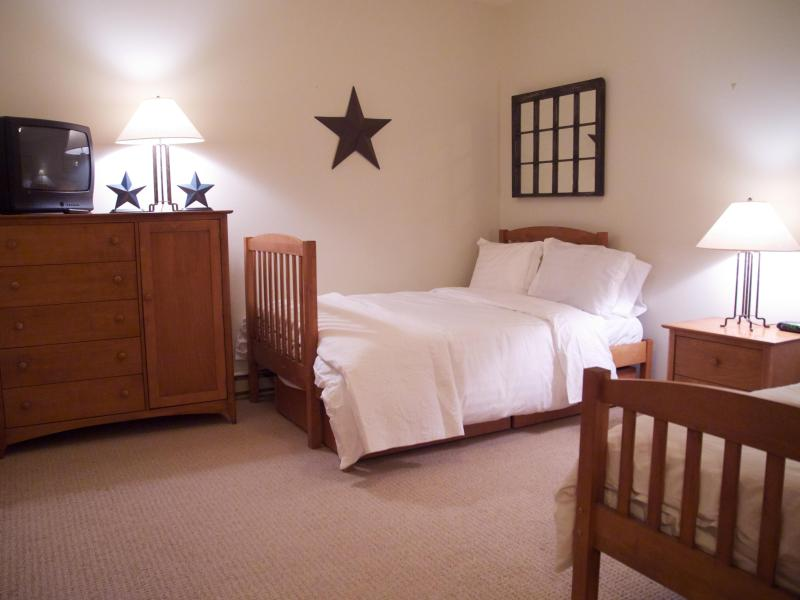 Spacious 3rd bedroom with double, twin and twin trundle