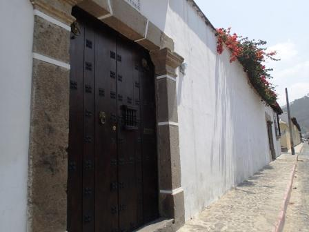 Antigua, Guatemala's TOP Vacation Home! A beautful - and large - authentic colonial home!