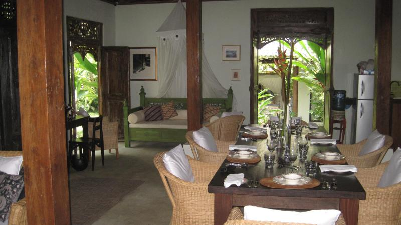 MAIN HOUSE DINING & DAYBED