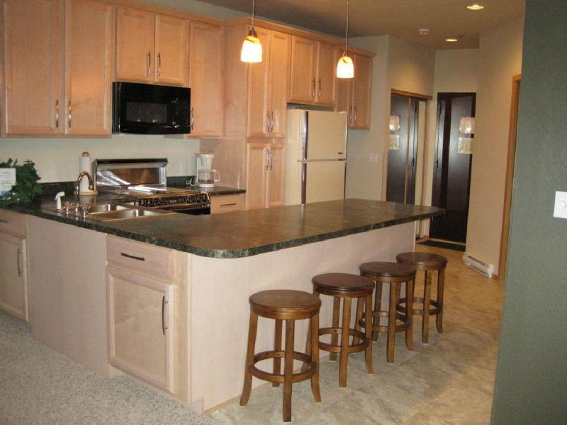 Full Kitchen - Great for entertaining & savings $$'s