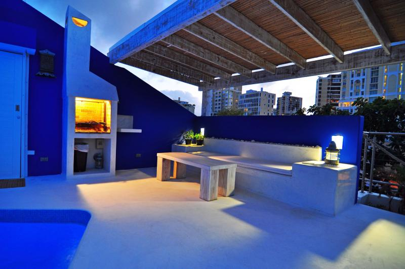 AMAZING-PentHouse-10 Steps to Beach-Roof Pool-Groups-Perfect!, holiday rental in San Juan