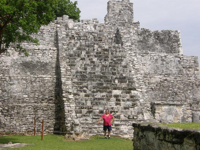 Mayan ruins El Meco five minutes north from the condo.