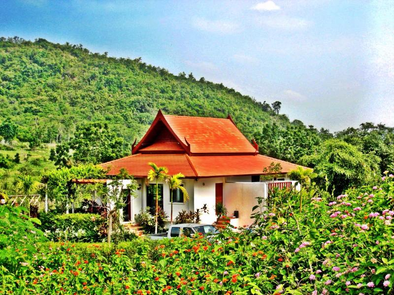 Mountain Breeze Villa - Nestled in greenery