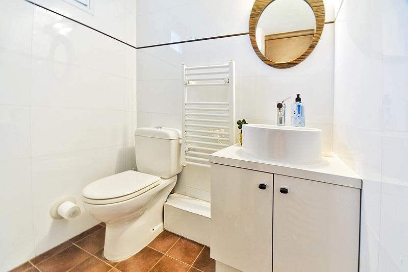 Moderne badkamer met douche