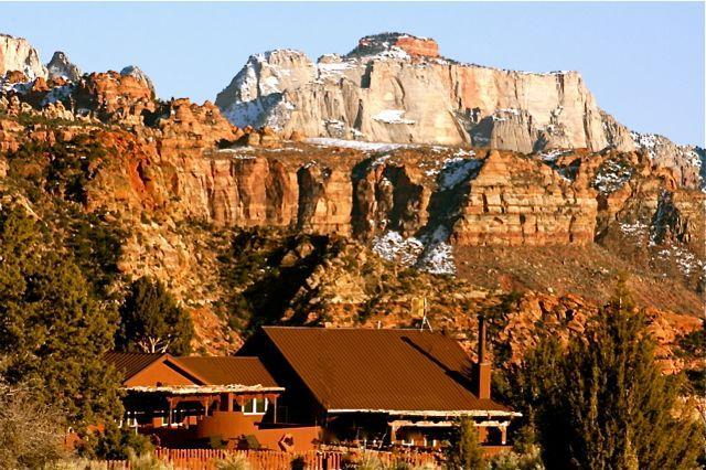 Secluded 10Acre Estate/Lodge in Zion National Park, holiday rental in Zion National Park