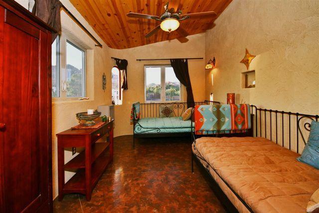 """Zion Estate: 3 sovrum med 2 enkelsängar. Detta rum heter """"Mesa Magic"""""""