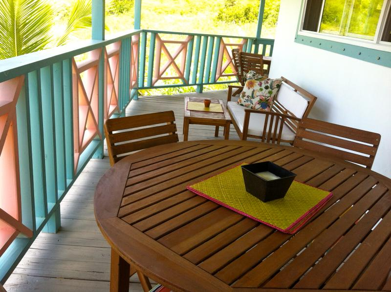 eat outdoors in shade and comfort