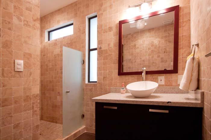 Downstairs bathroom...all bathrooms include bidet