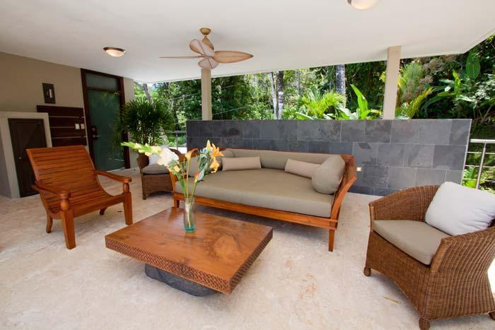 Upper level seating area with daybed