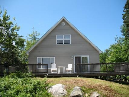 Rivers End Cottage is located on the Port Mouton Bay a short 5 minute drive to Summerville Beach.
