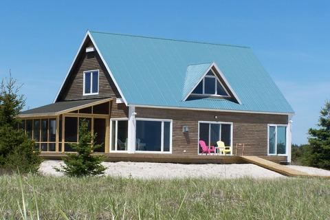 Sanderling Beach House is located at the end of Louis Head Beach in Shelburne County. The beach is practically deserted all the time - its the perfect spot for a Nova Scotia family vacation.