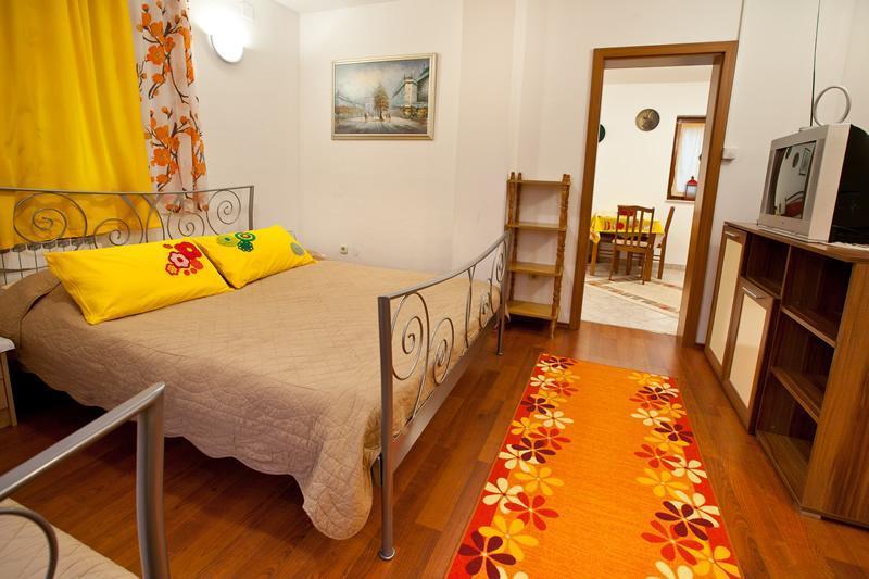 Beds, TV, door to kitchen